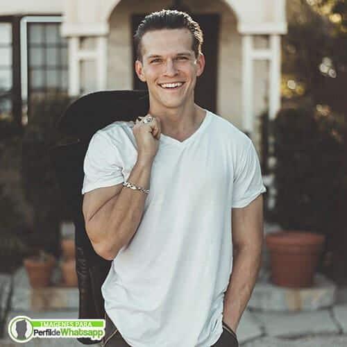 fotos de hombres hermosos sonriendo gratis